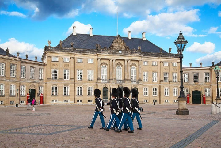 Visite du Palais Royal d'Amalienborg et relève de la garde