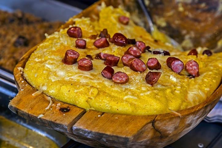 Polenta roumaine traditionnelle