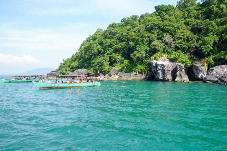 Tour en bateau pour découvrir l'île de Koh Ta Kiev